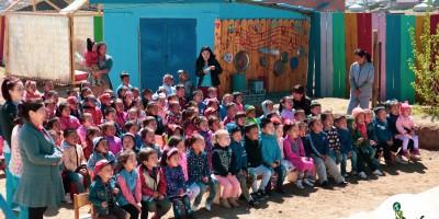 Вэлүү сангийн Нарны хүүхдүүд цэцэрлэгээр зочилсон зургуудаас
